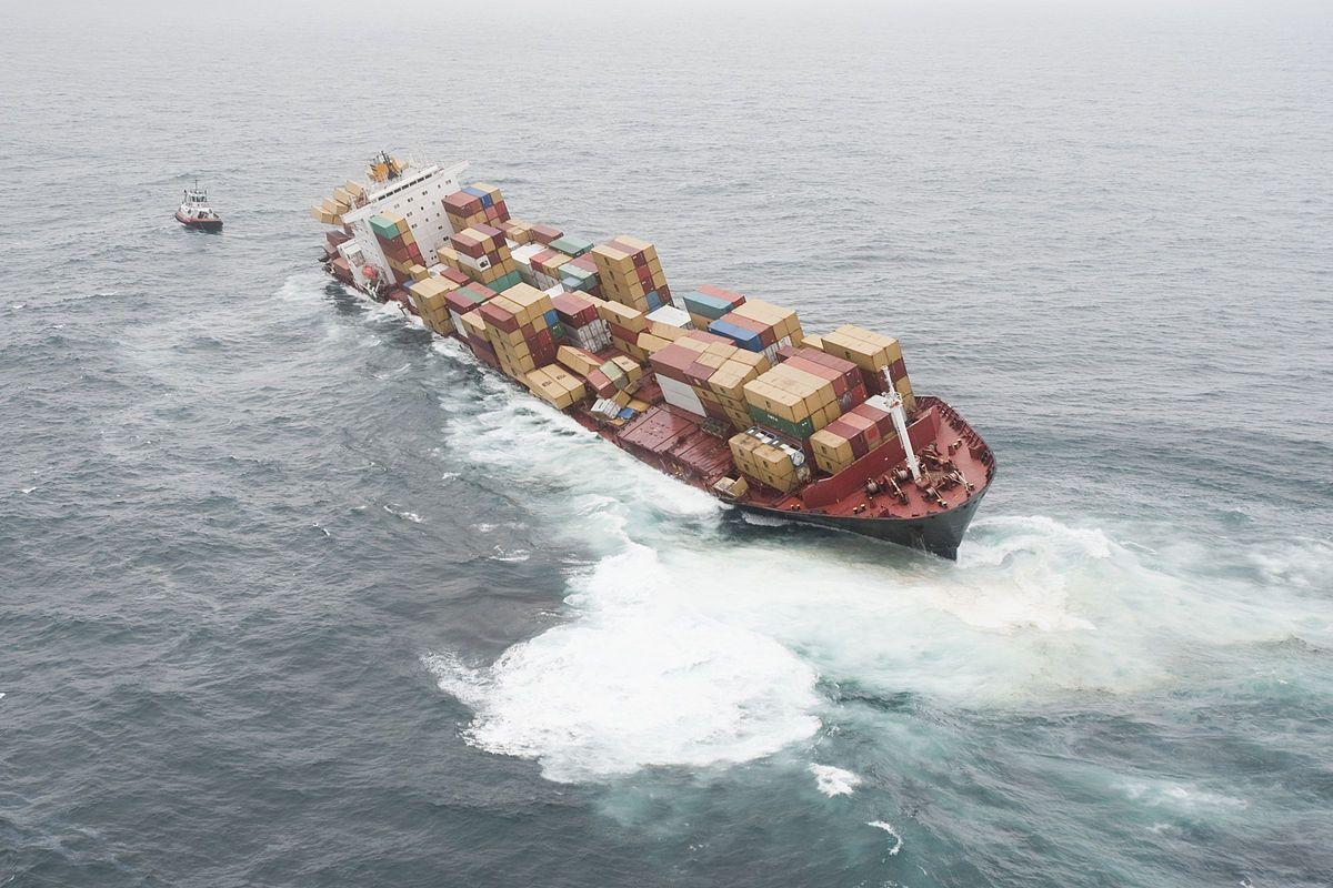 Авария контейнеровоза