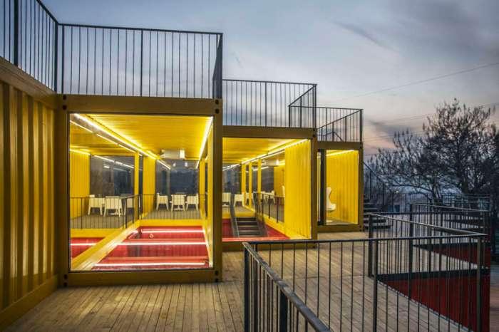 Великолепный офисный центр из контейнеров – новый шедевр от архитекторов People's Architecture Office