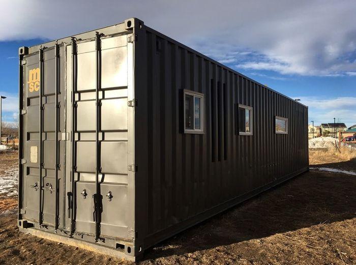 Мини-дом из морского контейнера