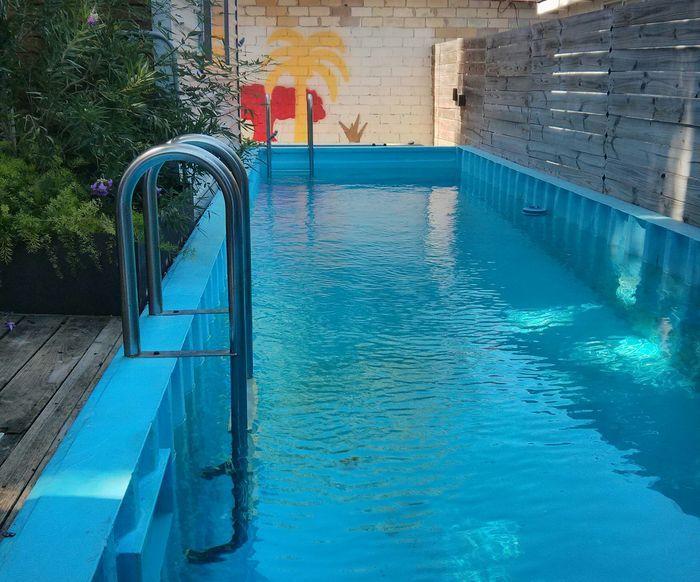 Садовый бассейн из контейнера