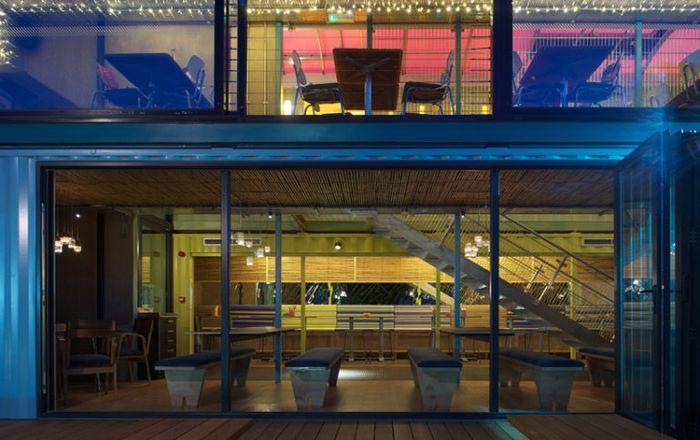 В Лондоне открылся ресторан из морских контейнеров