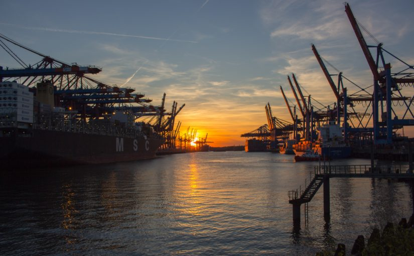 порт с контейнерами