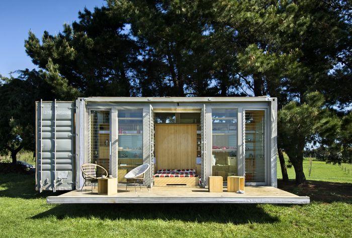 Бюджетный дачный домик из контейнера