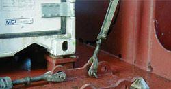 Элементы крепления контейнеров на палубе контейнеровоза