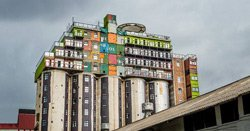 Самые оригинальные и неожиданные решения социально-ориентированного строительства из контейнеров
